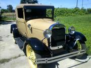 FORD MODEL A Ford: Model A Deluxe,  color wire wheel with white